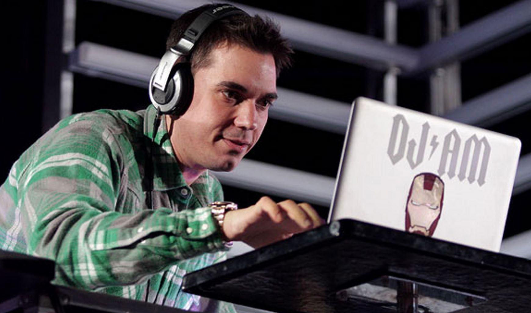 DJ AM performing