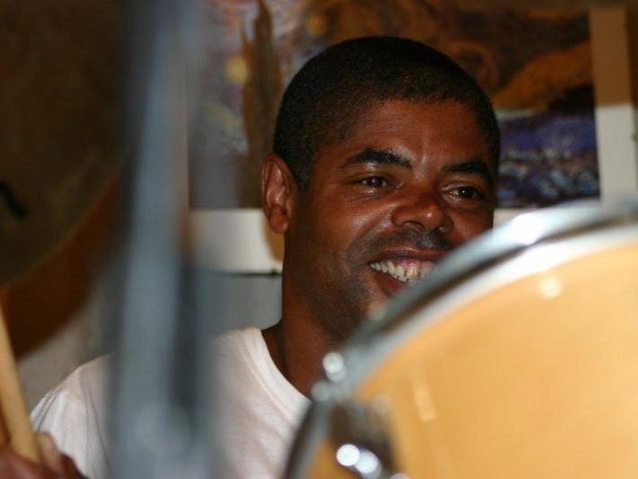 news-johnnygilmore-drumming-med