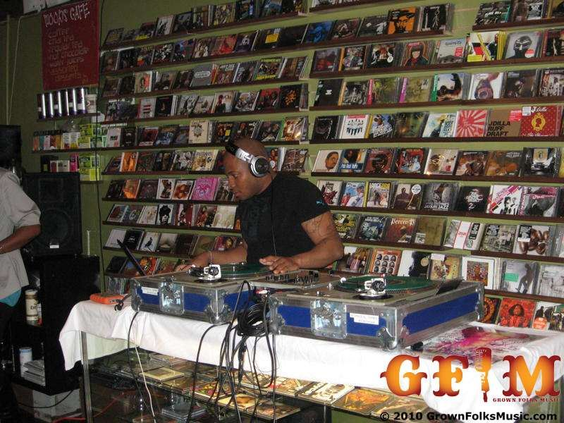 DJ Phaze rocks Moods Music ATL during the Res Meet 'N Greet