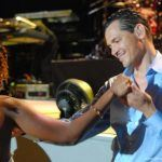 El DeBarge dancing with a female fan