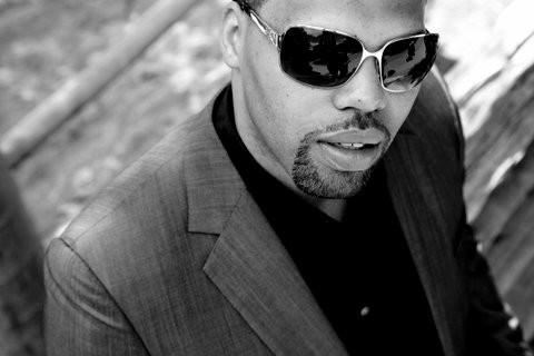 eric_roberson_black_and_white