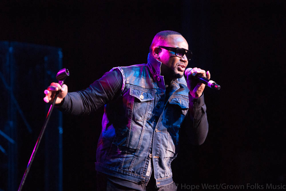 Avant performing onstage at The Fox Theatre