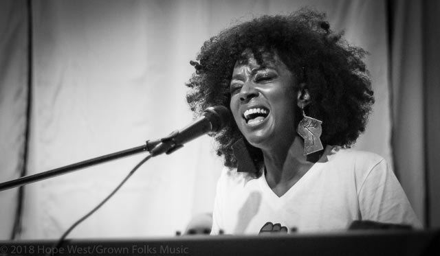 Sy Smith singing at Soul Village/Moods Music