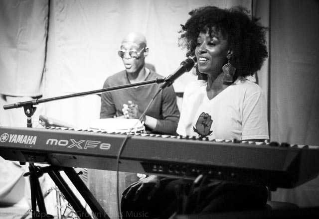 Sy Smith singing at Soul Village/Moods Music with percussionist, Omar Phillips
