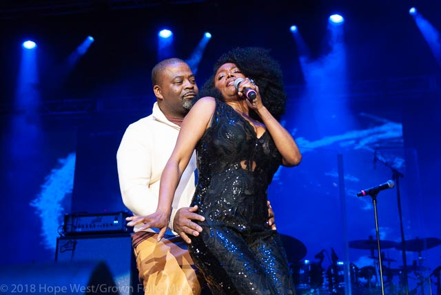 Karyn White performing with a lucky fan on stage at the State Farm Arena for the