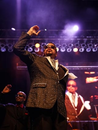 Morris Day spelling out the signature