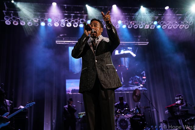 Morris Day performing at Kiss 104.1 Flashback Festival