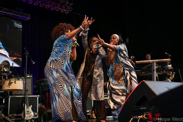 Sheila E. performing with her backup singers at Kiss 104.1 Flashback Festival