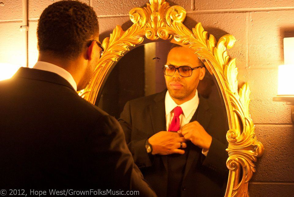 Eric Roberson getting dapper backstage before performing on stage at Center Stage for his